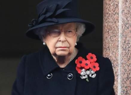 """الملكة إليزابيث حزينة على نفوق كلبها """"فولكان"""""""