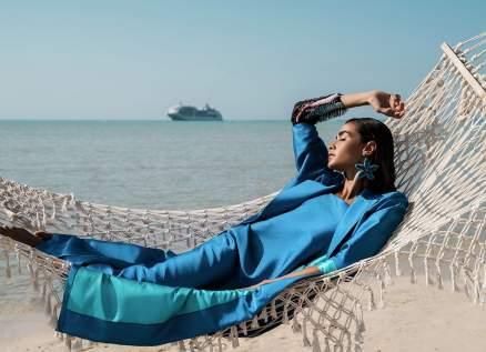 عرض أزياء لأول مرة بالسعودية في مكان مفتوح على شاطئ البحر الأحمر - بالصور