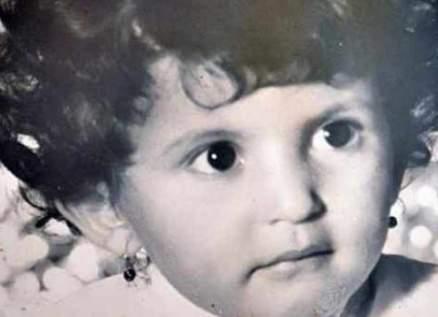 من هي هذه الطفلة التي أصبحت فنانة عربية شهيرة؟