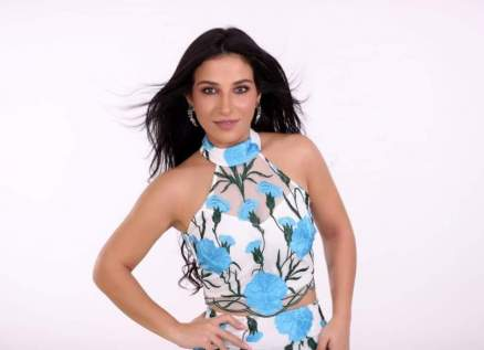 "بالفيديو- رزان تتضامن مع بيروت وتغني ""موطني"""