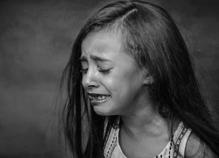 طفلة تبكي دماً.. حالة حيّرت الأطباء! بالصورة