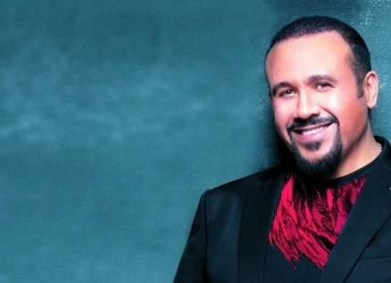 """هشام عباس يُطلق """"هتعمل إيه"""" -بالفيديو"""