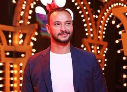 أحمد خالد صالح يستذكر والده الراحل بعيده-بالصور
