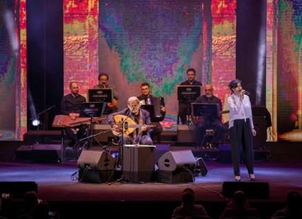 بالصور- مارسيل خليفة وسعاد ماسي يغنيان معاً في ذكرى ميلاد محمود درويش