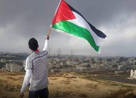 نجم عالمي يطالب بفرض عقوبات على اسرائيل ويدافع عن فلسطين