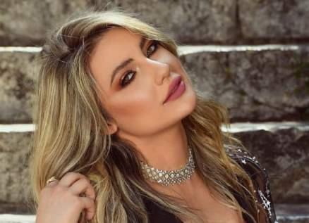 خاص وبالصور- أنجيلا بشارة تشعر بالقلق.. وما حقيقة زواجها؟