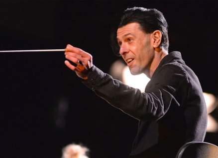 وفاة المغني وعازف البيانو الإيطالي إزيو بوسّو بعد معاناة مع المرض