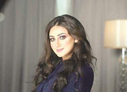 هيفاء حسين ترد على متابعة إنتقدت شكلها بعد الإنجاب.. بالصورة