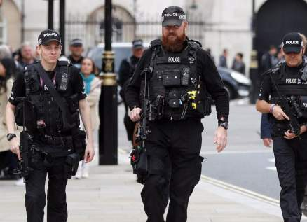 السعال في وجوه رجال الشرطة جريمة في بريطانيا وهذه عقوبتها