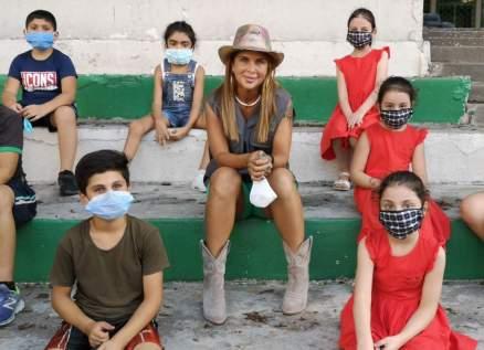 بالصور- ألين لحود تدعم الأطفال والمراهقين المتضررين من انفجار بيروت