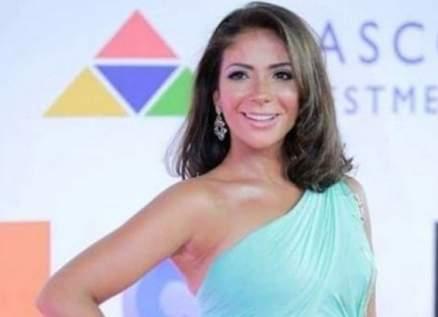 """بالفيديو- منى زكي تكشف سرّ حبها لأغنية حسن شاكوش """"بنت الجيران"""""""