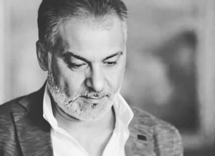 """صديق حاتم علي الكاتب الشهير يشنّ هجوماً حاداً عليه ويصفه بـ""""الندل""""-بالصور"""