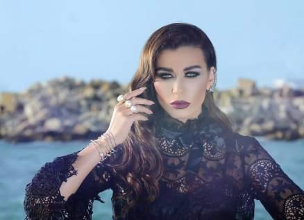نادين الراسي تعايد خطيبها بعيد ميلاده- بالصورة