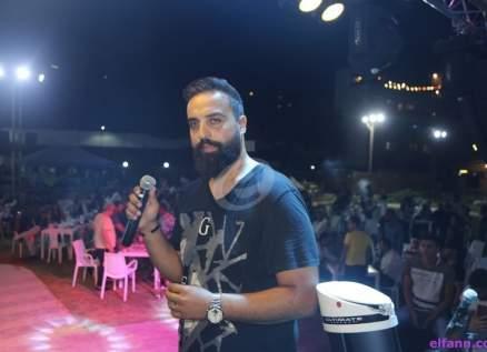 خاص بالصور-مجيد الرمح بحفل جديد على البحر وما قصة راسي أعوج؟