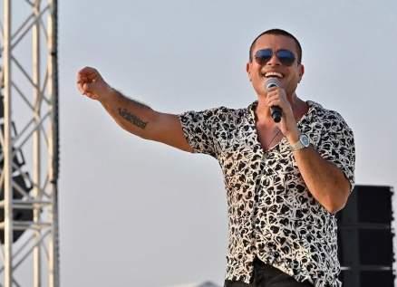 بفيديو نادر- عمرو دياب يقلّد معلّق الصوت في كرة القدم