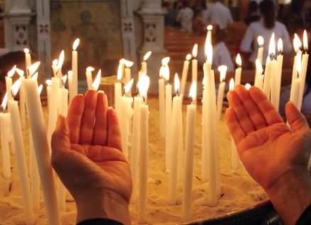بالفيديو - ممثلة مسلمة تصلي في الكنيسة وتتعرض لهجوم كبير