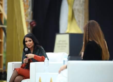 منى زكي تفتقد حنان ترك وهذا ما قالته عن ياسمين عبد العزيز ومنة شلبي-بالصور