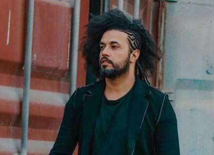 عبد الفتاح الجريني يدعم مريضات سرطان الثدي بأغنية خاصة-بالفيديو
