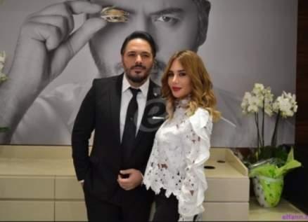 رامي عياش يغسل قدمي والده.. تقدير الأب سبق النجومية