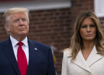دونالد ترامب وزوجته يلفتان الأنظار بآخر صورة لهما في البيت الأبيض