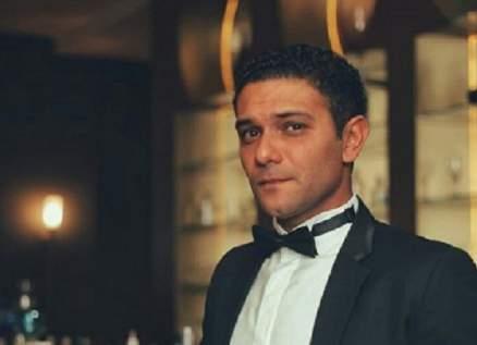هكذا إحتفل آسر ياسين بعيد ميلاد حماته- بالفيديو