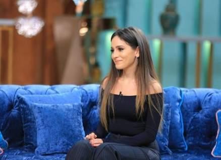 جميلة عوض بأول ظهور مع والدتها الممثلة وتصدم المتابعين بزيادة وزنها.. بالفيديو