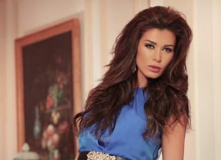 نادين الراسي تكشف سبب إبتعاد خطيبها عنها.. بالفيديو