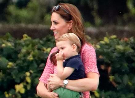 الأمير الصغير الذي سحر العالم بإبتسامته بلغ الثالثة من العمر - بالصورة
