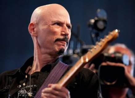 وفاة عازف الغيتار بوب كوليك