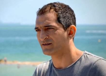 عمرو واكد يتعرّض لهجوم لاذع بعد ظهوره مع ممثلة أفلام إباحية! بالفيديو