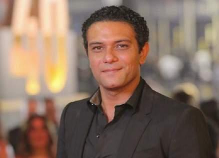 """عصابة """"ب 100 وش"""" تهنئ آسر ياسين بمولوده الجديد"""