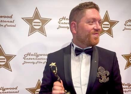 بالصور- أنطوني مرشاق يحصد جائزة في هوليوود مع ملوك جمال لبنان
