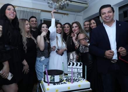 بالصور- في عيد ميلادها.. إيناس عز الدين تتلقى مفاجأة