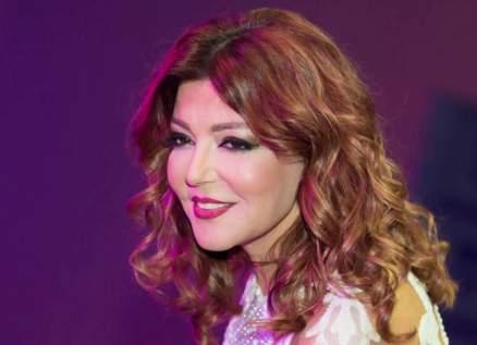سميرة سعيد تثير الجدل برقصها وعزفها على الدف.. بالفيديو