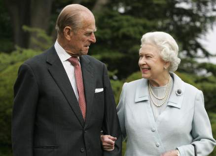 الملكة إليزابيث تكشف عن صورة خاصة جمعتها بزوجها الأمير فيليب