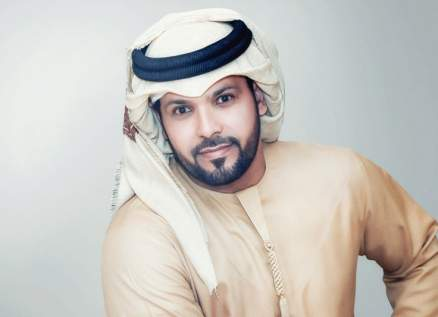 """عبد المنعم العامري يهدي محمد بن زايد آل نهيان أغنية """"الكبار"""""""