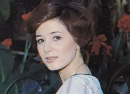 هالة فؤاد إعتزلت وإرتدت الحجاب.. وأحمد زكي حاول الإنتحار بعد وفاتها