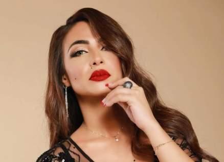 دوللي شاهين تثير الجدل بسهرتها مع صديقاتها في الملهى الليلي.. بالصور