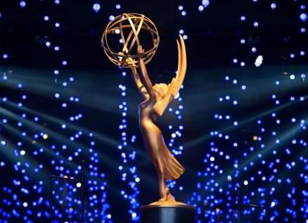 """مسلسلات """"ووتشمن"""" و""""شيتس كريك"""" و""""ساكسيشن"""" تسيطر على جوائز إيمي"""