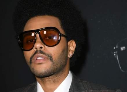 ذا ويكند يضع الضمادات على وجهه الملطخ بالدماء في حفل جوائز الـAMAs لهذا السبب!-بالصور