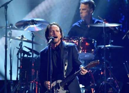 كورونا يتسبب بتأجيل جولة فريق الروك Pearl Jam