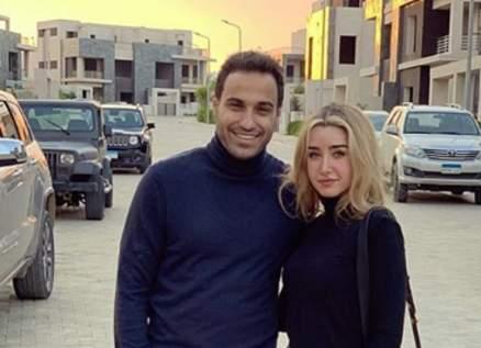 أحمد فهمي يدعم زوجته هنا الزاهد-بالصورة