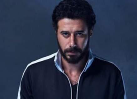 أحمد السعدني يصدم الجمهور بصورة بلا ذقن