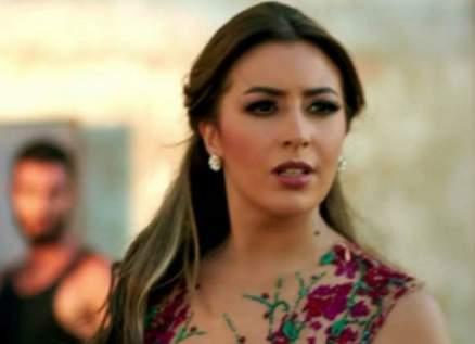 جنات تحتفل بعيد ميلاد زوجها- بالفيديو
