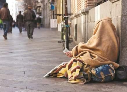 ممثلة شهيرة تعيش مشردة على الطريق بعد إصابتها بإضطراب نفسي -بالصور