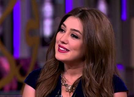 كندة علوش مستاءة من فبركة تصريح لها بخصوص زوجها عمرو يوسف- بالصورة