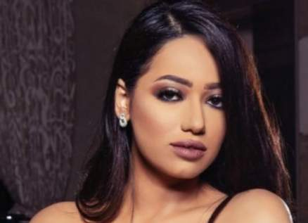 "رحمة رياض تشوّق جمهورها لـ فيديو كليب ""ماكو مني"" -بالفيديو"