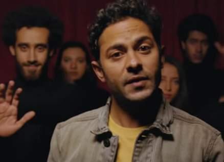"""بعد ضجة """"المتحرش جنسياً"""" في مصر..صاحب أغنية """"سالمونيلا"""" يحذفها :""""إنتصار للستات"""""""