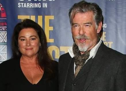 بيرس بروسنان وزوجته في عرض مسرحية The Last Ship