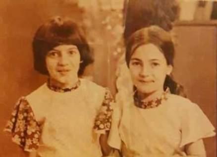 إحدى هاتين الطفلتين ممثلة لبنانية قديرة
